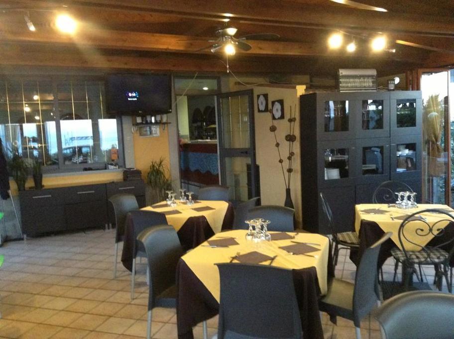 Sala della pizzeria betta a mongiove