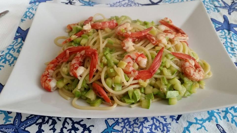 Piatto zucchine gamberetti ristorante la risacca