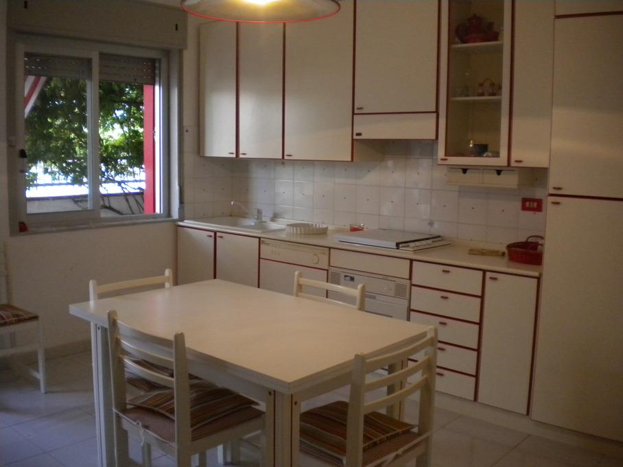 Cucina casa mare blu