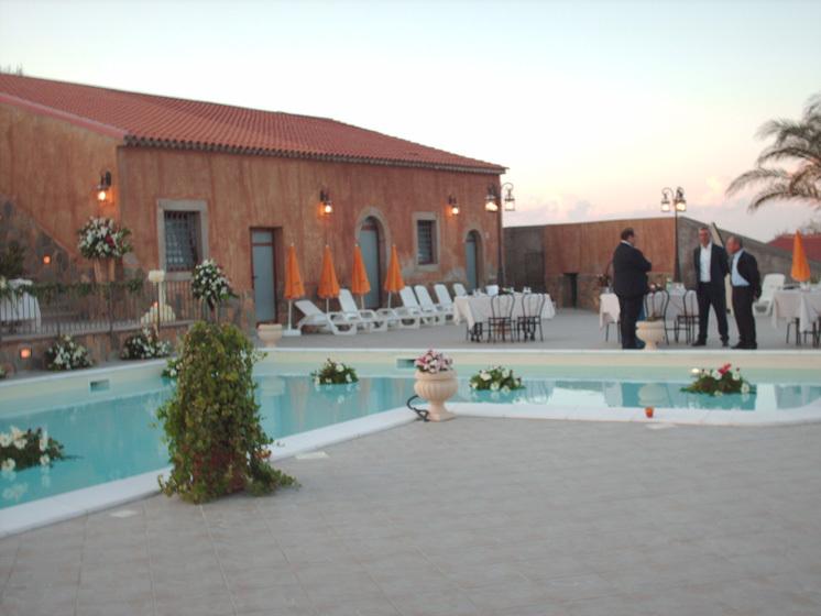 Esterno tavoli piscina