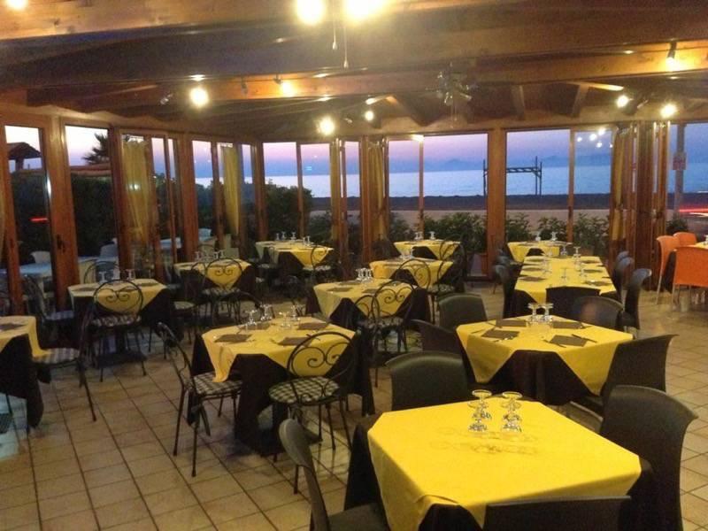 3 la sala della pizzeria betta a mongiove in sicilia
