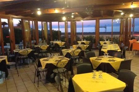Thumb 3 la sala della pizzeria betta a mongiove in sicilia