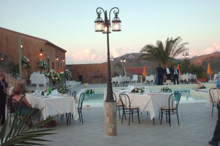 Thumb esterno tavoli piscina agriturismo sicilia patti porticella